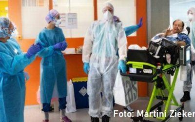 Martini Ziekenhuis zwaait eerste herstelde IC-patiënt uit