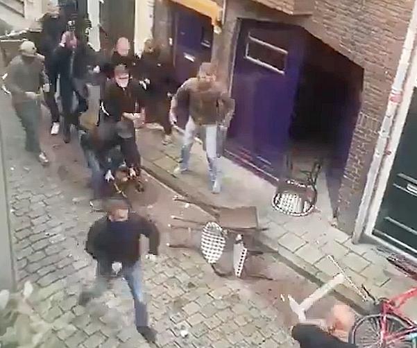 Ausschreitungen in Groningen: Bei Auseinandersetzung mit Bielefeld-Anhängern fliegen Tische, Stühle und Fahrräder