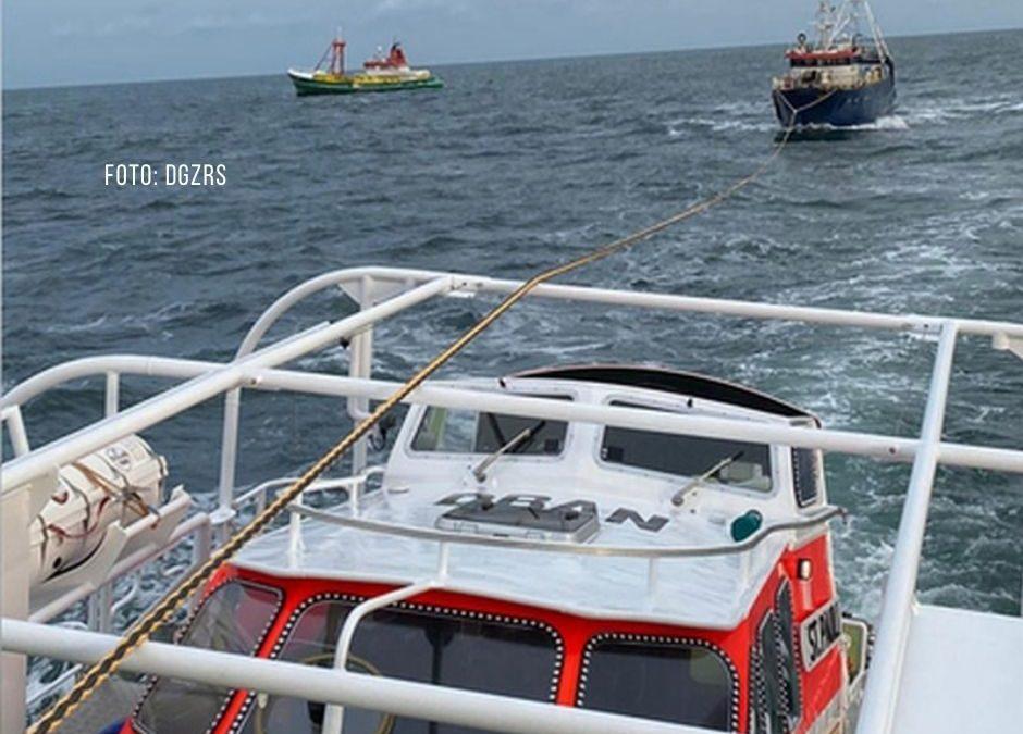 Schip in nood voor Borkum; reddingsschip biedt hulp